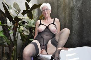Сладкая пожилуха хочет шалостей - фото #8