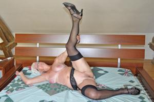 Сладкая пожилуха хочет шалостей - фото #9