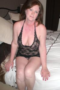 Зрелая женщина в нижнем белье и без белья - фото #102