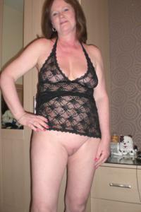 Зрелая женщина в нижнем белье и без белья - фото #105
