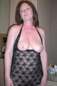Зрелая женщина в нижнем белье и без белья - фото #106
