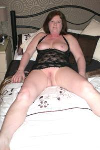 Зрелая женщина в нижнем белье и без белья - фото #107