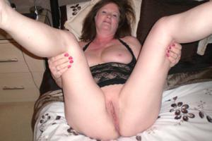 Зрелая женщина в нижнем белье и без белья - фото #108