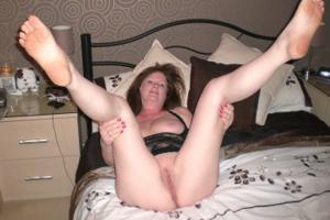 Зрелая женщина в нижнем белье и без белья - фото #110
