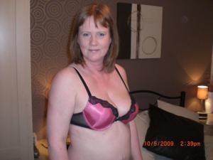 Зрелая женщина в нижнем белье и без белья - фото #119