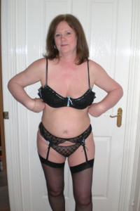 Зрелая женщина в нижнем белье и без белья - фото #14