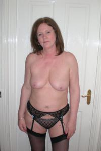 Зрелая женщина в нижнем белье и без белья - фото #15