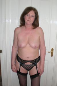 Зрелая женщина в нижнем белье и без белья - фото #16