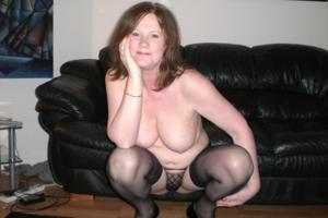 Зрелая женщина в нижнем белье и без белья - фото #18