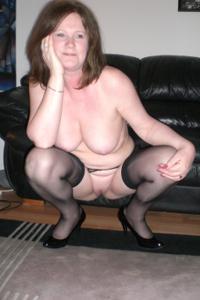 Зрелая женщина в нижнем белье и без белья - фото #19