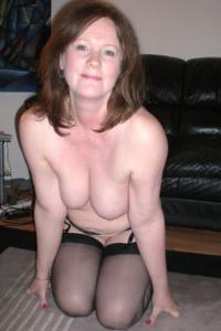 Зрелая женщина в нижнем белье и без белья - фото #20