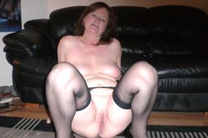 Зрелая женщина в нижнем белье и без белья - фото #21