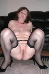 Зрелая женщина в нижнем белье и без белья - фото #22
