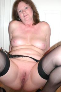 Зрелая женщина в нижнем белье и без белья - фото #26