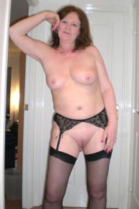 Зрелая женщина в нижнем белье и без белья - фото #27