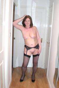 Зрелая женщина в нижнем белье и без белья - фото #28