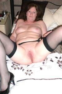 Зрелая женщина в нижнем белье и без белья - фото #31