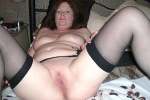 Зрелая женщина в нижнем белье и без белья - фото #33
