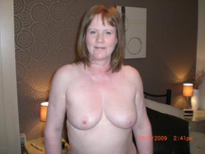 Зрелая женщина в нижнем белье и без белья - фото #35