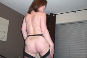Зрелая женщина в нижнем белье и без белья - фото #37