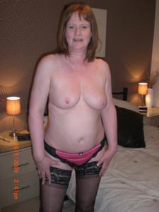 Зрелая женщина в нижнем белье и без белья - фото #57