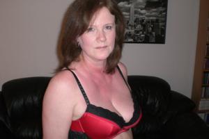 Зрелая женщина в нижнем белье и без белья - фото #65
