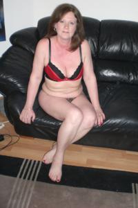 Зрелая женщина в нижнем белье и без белья - фото #66