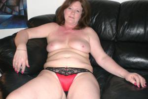 Зрелая женщина в нижнем белье и без белья - фото #69