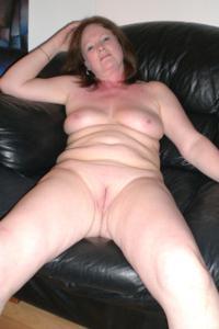 Зрелая женщина в нижнем белье и без белья - фото #70