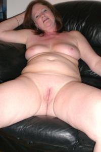 Зрелая женщина в нижнем белье и без белья - фото #71