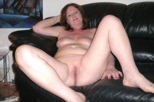 Зрелая женщина в нижнем белье и без белья - фото #72