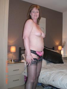 Зрелая женщина в нижнем белье и без белья - фото #75