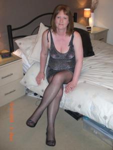 Зрелая женщина в нижнем белье и без белья - фото #76