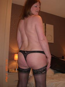 Зрелая женщина в нижнем белье и без белья - фото #77