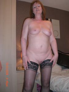 Зрелая женщина в нижнем белье и без белья - фото #78
