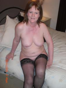 Зрелая женщина в нижнем белье и без белья - фото #80