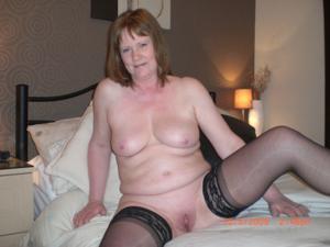 Зрелая женщина в нижнем белье и без белья - фото #81