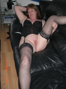 Зрелая женщина в нижнем белье и без белья - фото #82