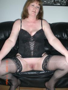 Зрелая женщина в нижнем белье и без белья - фото #84