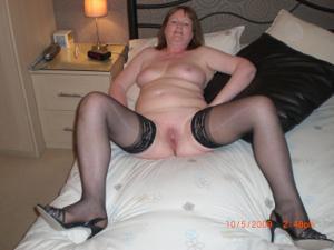 Зрелая женщина в нижнем белье и без белья - фото #85