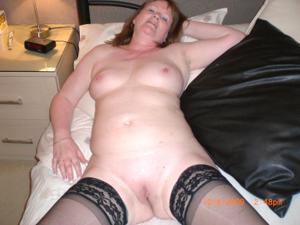 Зрелая женщина в нижнем белье и без белья - фото #86