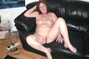 Зрелая женщина в нижнем белье и без белья - фото #88