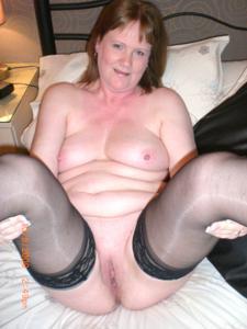 Зрелая женщина в нижнем белье и без белья - фото #89