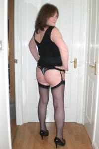 Зрелая женщина в нижнем белье и без белья - фото #9