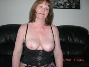 Зрелая женщина в нижнем белье и без белья - фото #92