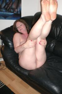 Зрелая женщина в нижнем белье и без белья - фото #94