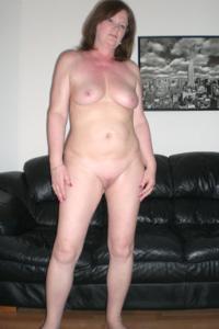 Зрелая женщина в нижнем белье и без белья - фото #96