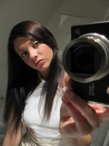 Селфи стройной Аманды в ванной - фото #9
