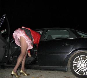 Женские попки под юбкой - фото #42