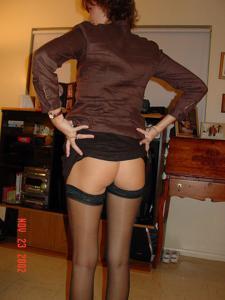 Женские попки под юбкой - фото #7